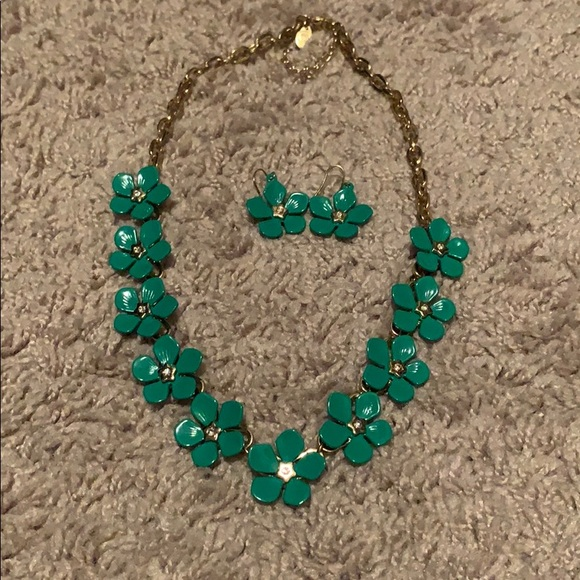 Jewelry - *SOLD* Vibrant chunky necklace/earring set